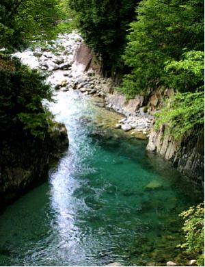阿寺ブルーと称される阿寺渓谷