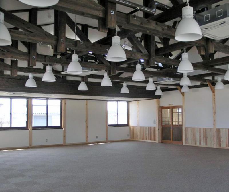 事務室 事務室   国産材をふんだんに使用し、木の香りいっぱいの庁舎です。  ... 中部森林管