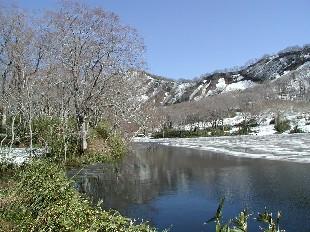 早春の七ツ岳大沼