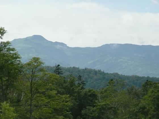 舎熊岳から暑寒別岳を望む。