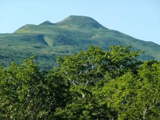 1合目から2合目中間付近よりみた本峰は、未だ青々として夏の名残を見せていました
