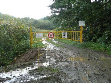 豊真布林道では道路がぬかるんでいるので、通行の際は十分注意して通行してください