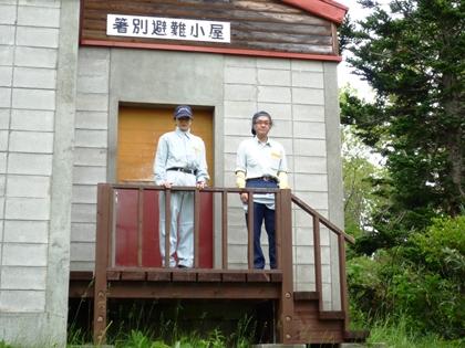 毎年恒例の箸別避難小屋で記念写真