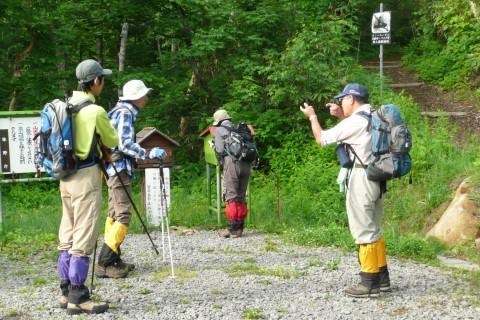 出発時に会った登山者に、ルート情報等を説明して安全を呼びかけました。