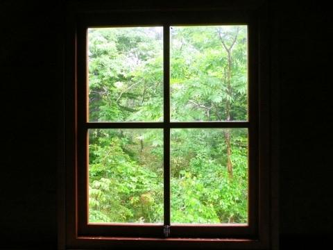 箸別小屋の窓から風景を覗いてみました。