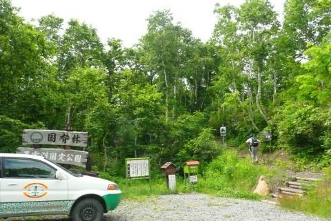箸別ルートの入口です。登山される方に入山届を記入して頂くBOXを設置しております。