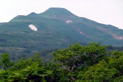 1合目と2合目の中間地点から見た暑寒別岳本峰