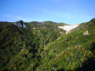 登別温泉側から「オロフレ峠」付近を望む
