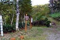 登山道と駐車場(銀嶺荘側)の写真