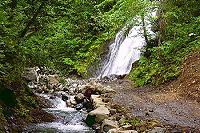 滝と渓流の拡大写真へ