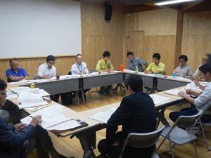 ウトロの世界遺産センターに提案者と関係行政機関などが集まり検討