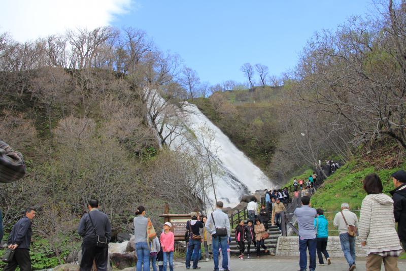 連休中のオシンコシンの滝