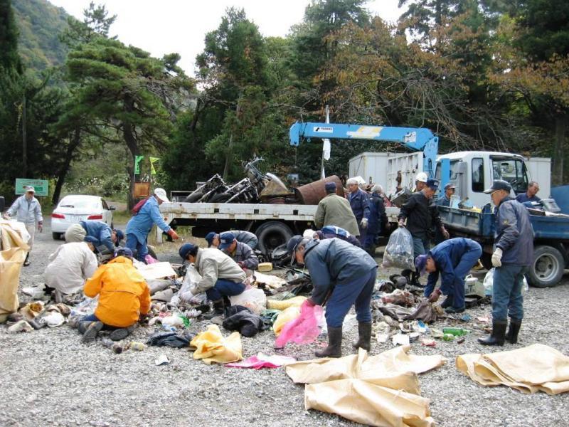 写真:森林の清掃活動