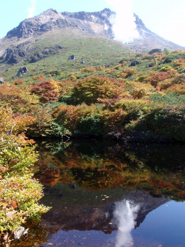 茶臼岳の紅葉とひょうたん池