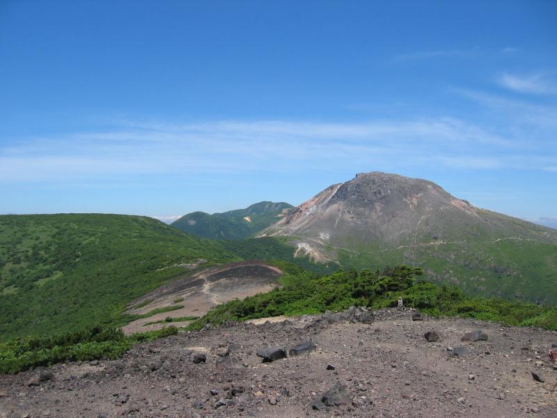 剣が峰から望む茶臼岳
