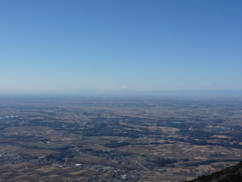 女体山から関東平野を望む