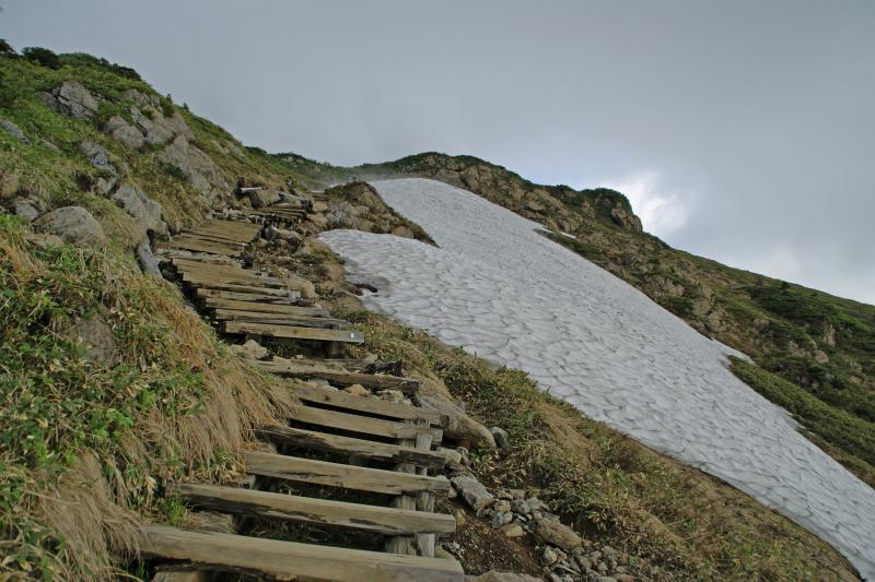小至仏山頂へ