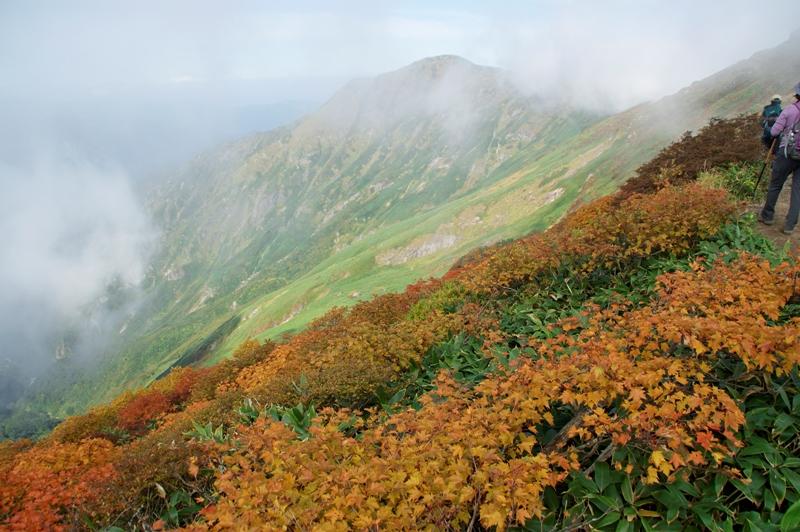 谷川岳トマの耳からオキの耳方面を望む