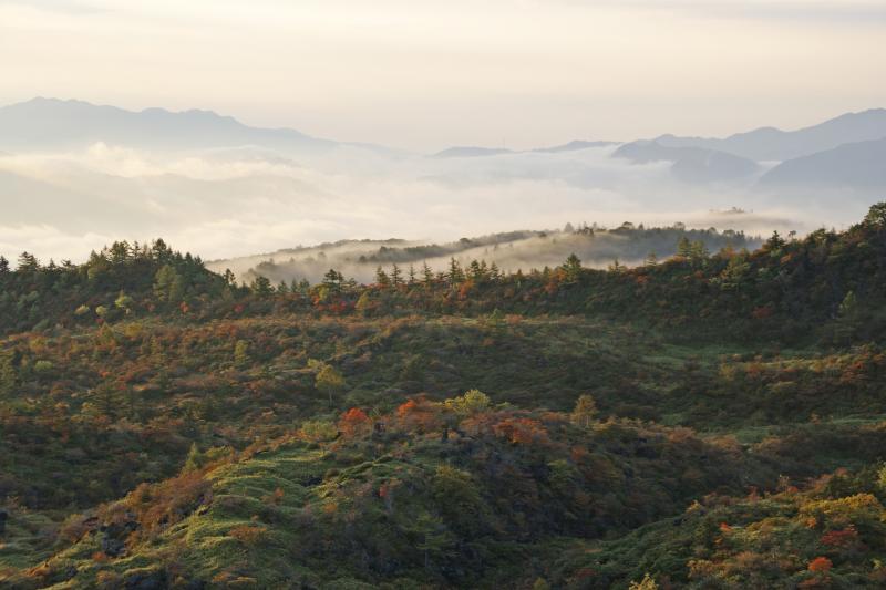 白根山から望む山々・朝景-4