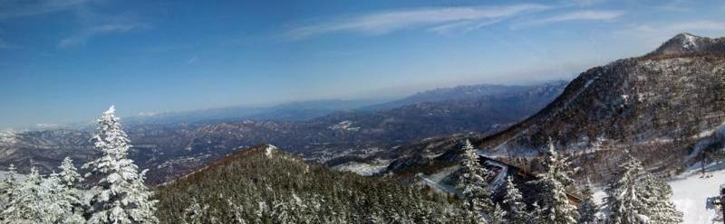 逢の峰から草津町方面を望む
