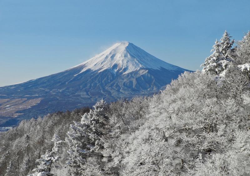 雪晴れに輝く富士山