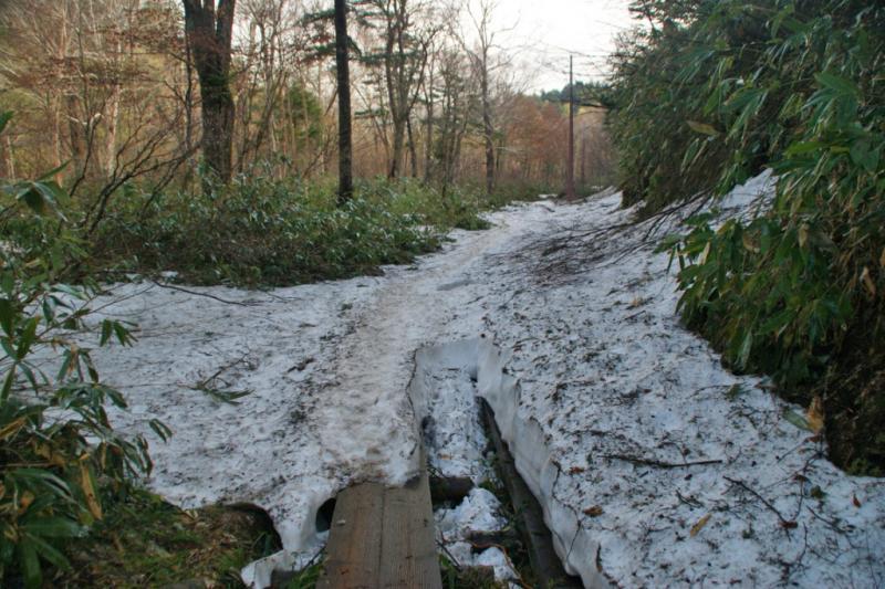 鳩町峠の残雪