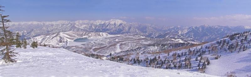 かぐらスキー場から田代スキー場・群馬県境を望む