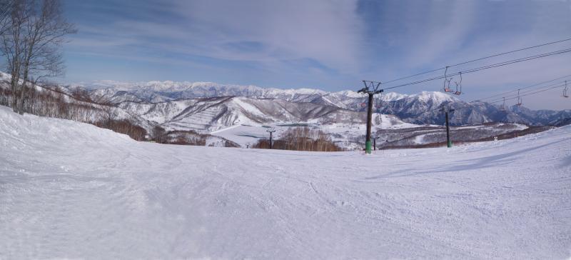 田代スキー場から田代湖を望む