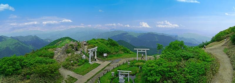 谷川岳から尾瀬方面を望む
