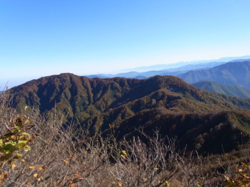 大門山と赤摩古木山(手前)