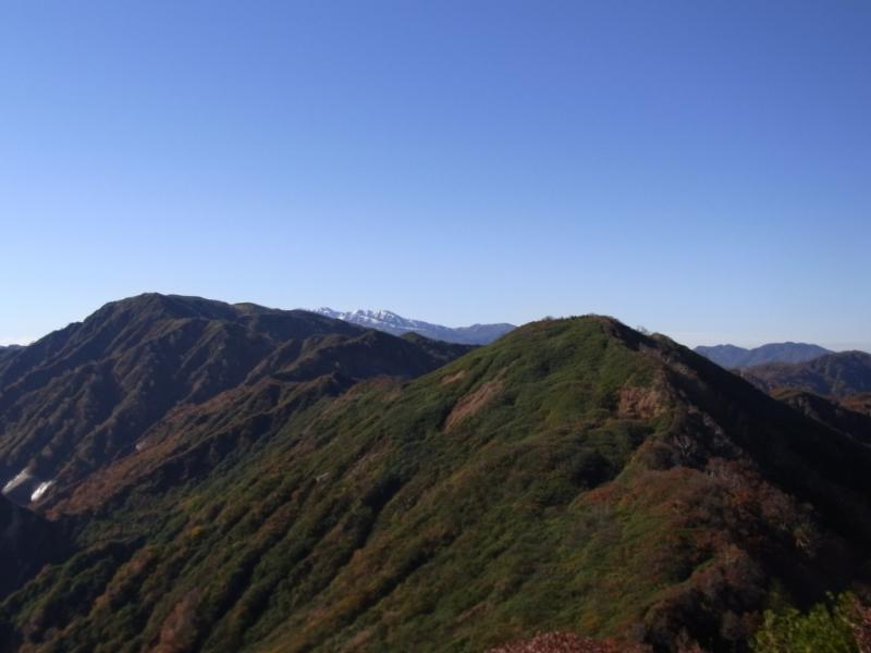 奈良岳(手前)と大笠山