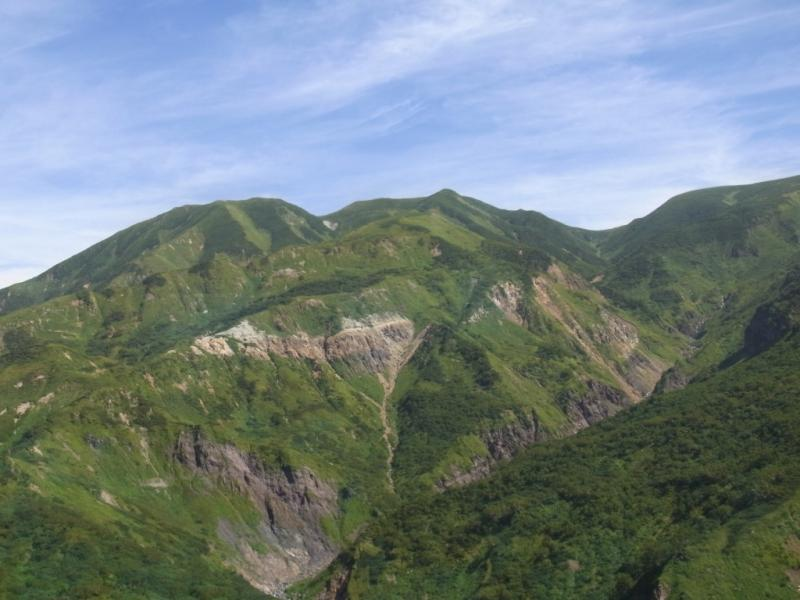 釈迦新道から見た七倉山、四塚山