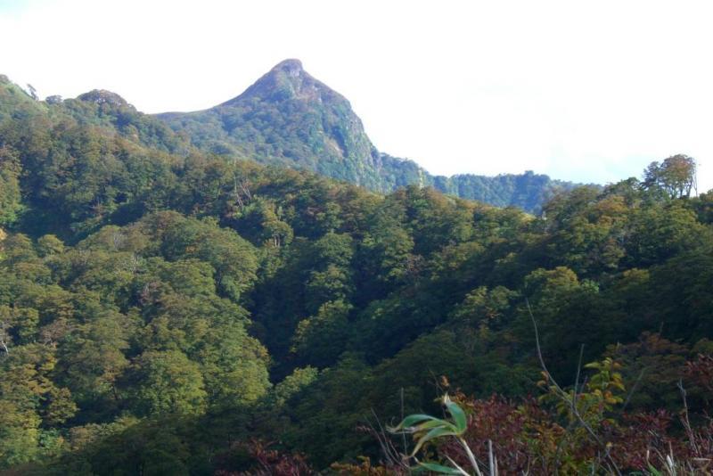 岐阜県境にそびえる冠山はスイスのマッターホルンのような山容