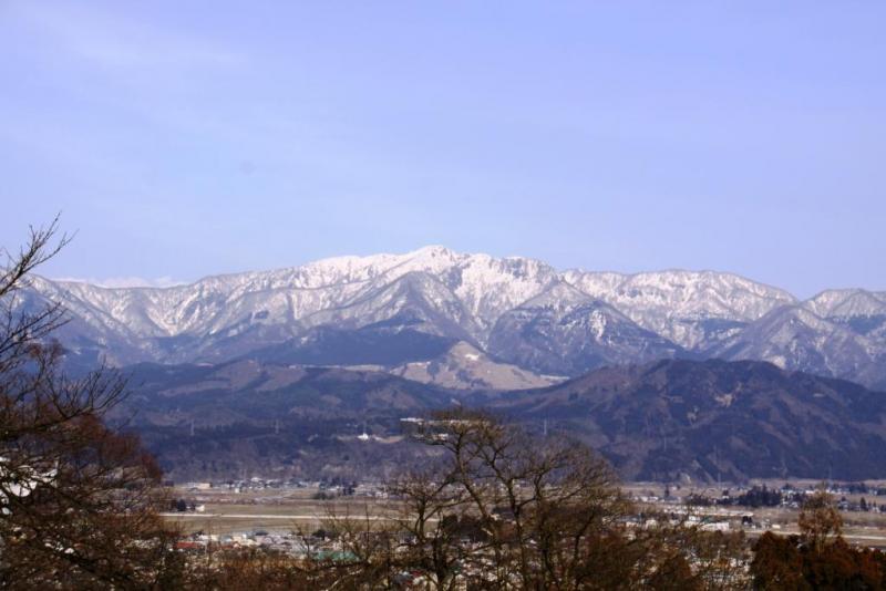 冬の経ヶ岳、大野市内からの眺望