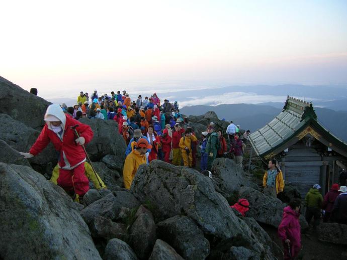 白山頂上と白山比咩神社の奥社