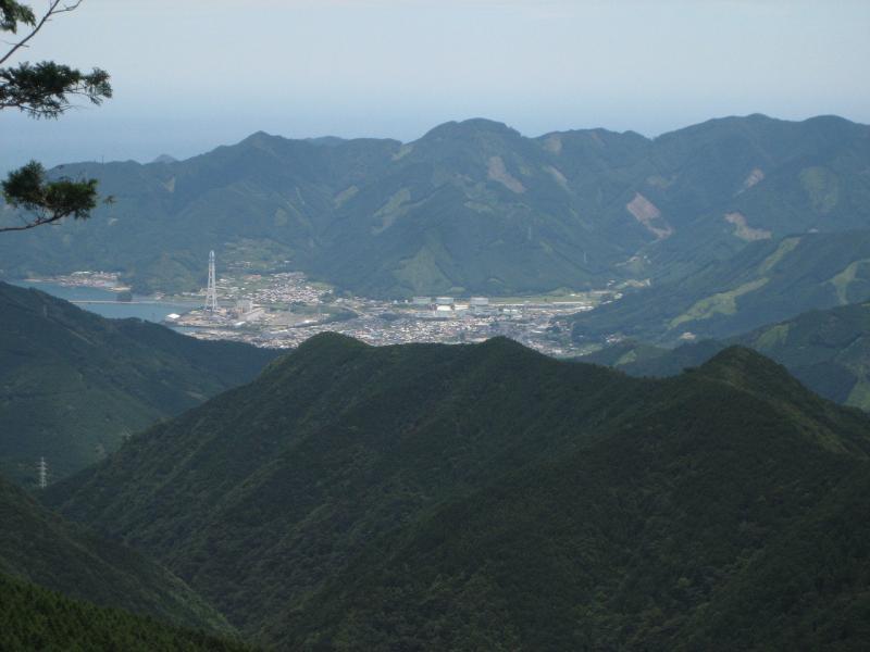 古和谷国有林から尾鷲市内を望む