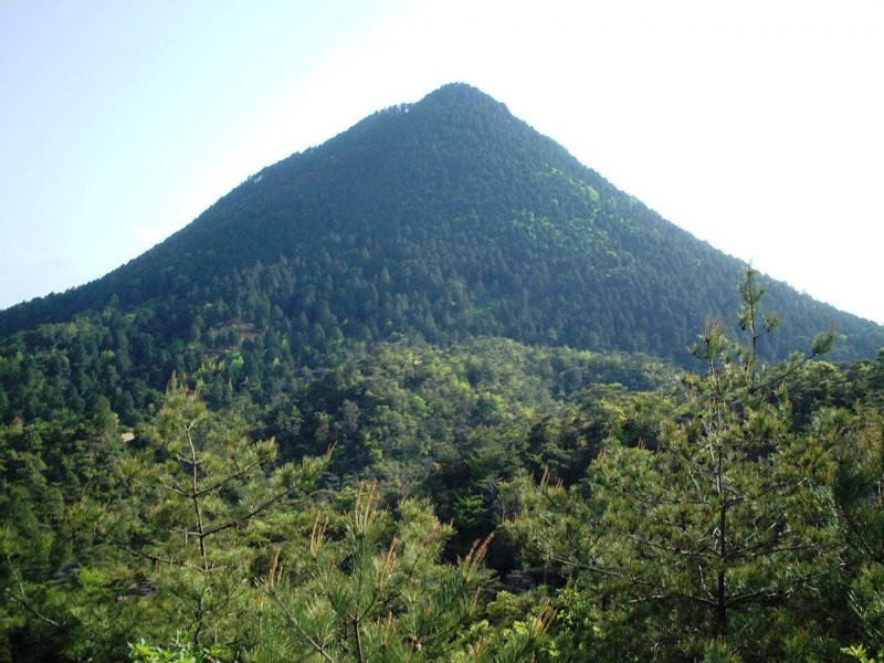 近江富士と呼ばれる三上山(三上山国有林)