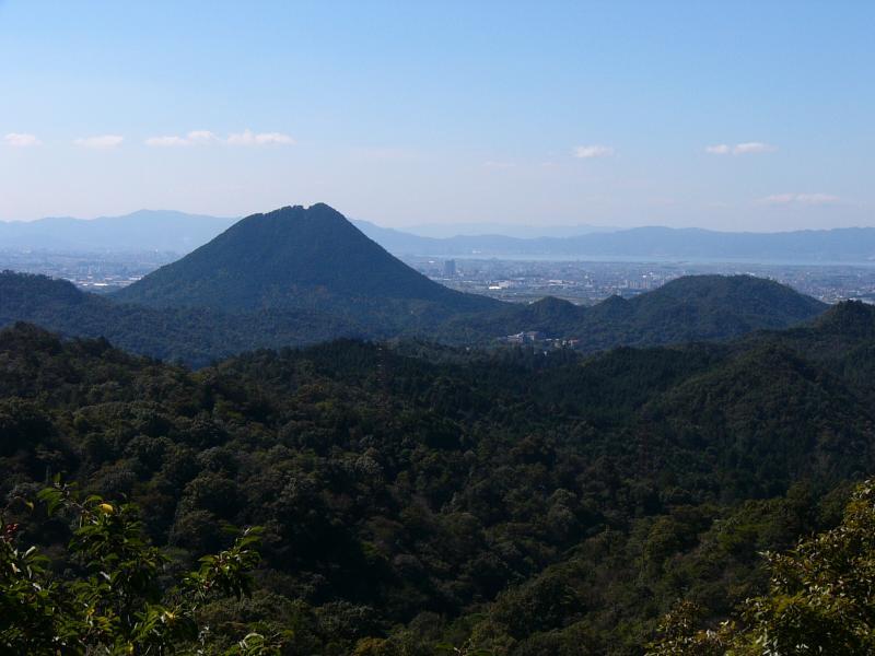 竜王山国有林内鏡山から見た三上山国有林(近江富士)