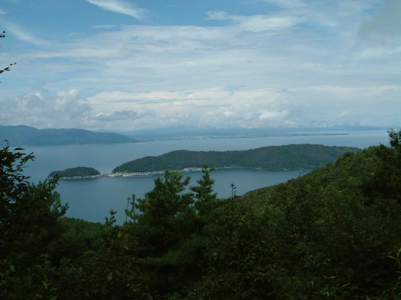 近江湖南アルプス自然休養林奥島地区からの沖島眺望