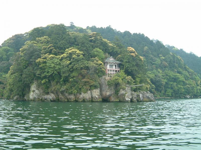 伊崎国有林と棹飛びで知られる伊崎寺