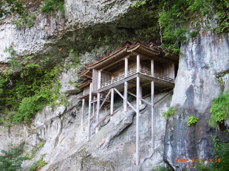 『国宝投入堂』:三德谷国有林に隣接