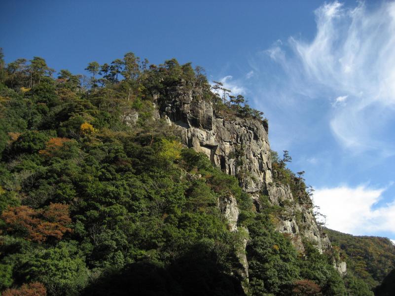 長門峡国有林の紅葉と奇岩