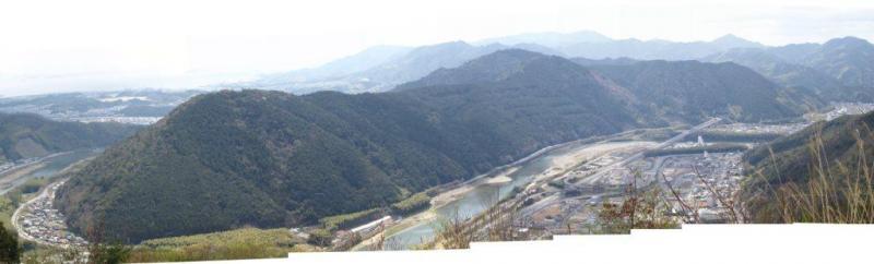 城山国有林と錦川