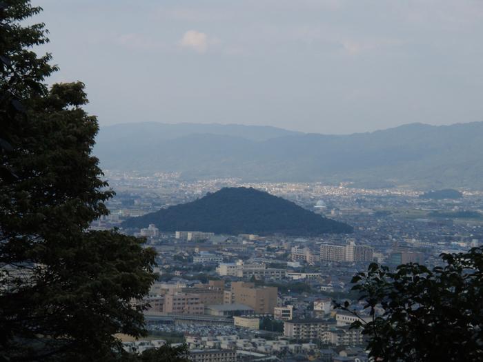 「畝傍山山頂からみた耳成山」 【大和三山】