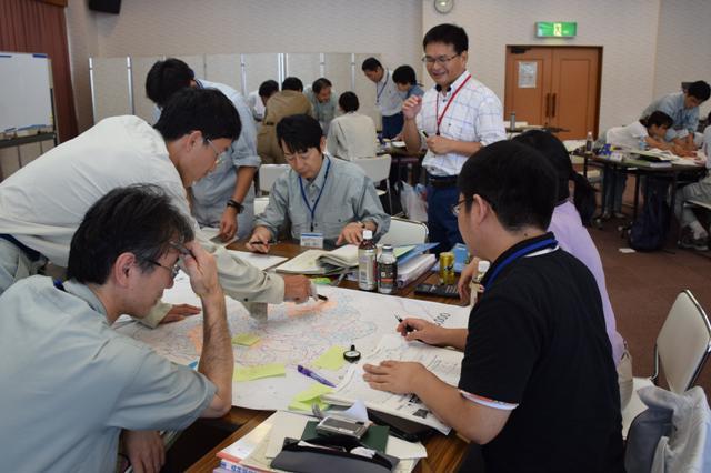 技術者育成研修第2回260910_061検討中(1班)