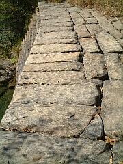 オランダ堰堤の上部石組み
