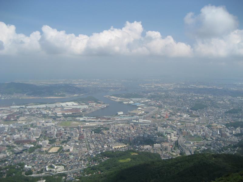http://www.rinya.maff.go.jp/kyusyu/kanri/rekumori/img/kitakyusyu-sizen-sarakuracyoubou.jpg
