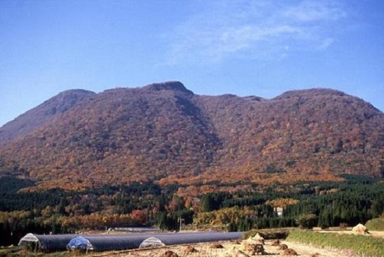 由布市阿蘇野からの黒岳の眺望