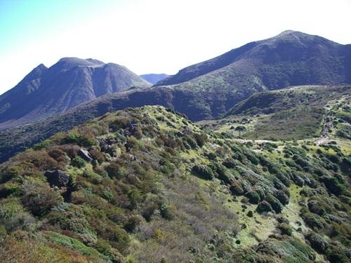 沓掛山から三俣山・星生山方面の展望