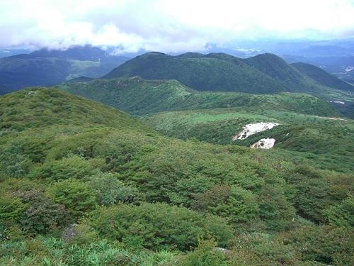 扇ヶ鼻から沓掛山・黒岩山・泉水山方面の展望